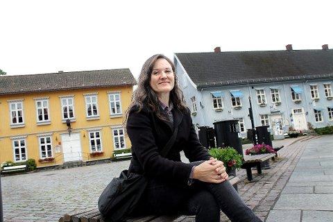 Line Stokholm fra Frogn Venstre sendte spørsmål til kommunen om det er et krav i kontrakten at den som leier plass for å drive servering på torget, er pålagt å drive med servering der.