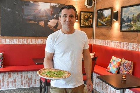 POPULÆR PIZZA: Rabi Said Saleh produserer alle ingrediensene selv på kjøkkenet i Vestby.