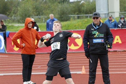 Eirik Halfdansen-Aspen tok to medaljer på UM. Nesodden gutten har perset seg med over 20 meter på sine tre favorittøvelser denne sesongen.