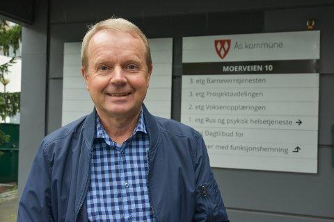 TRENGER TRE MEDARBEIDERE: – Jeg er klar over at de ansatte er bekymret, og jeg skulle gjerne ha engasjert dem alle sammen, sier rektor ved voksenopplæringen i Ås, Svein M. Sirnes.