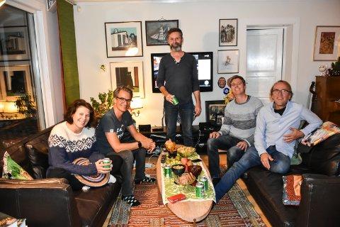 VESTBY VENSTRE: Marianne Henriksen Nessheim, Erlend Larsen, Arjo van Genderen, Jan Bakke og Rolv Møll Nilsen på valgvake hjemme i Son.