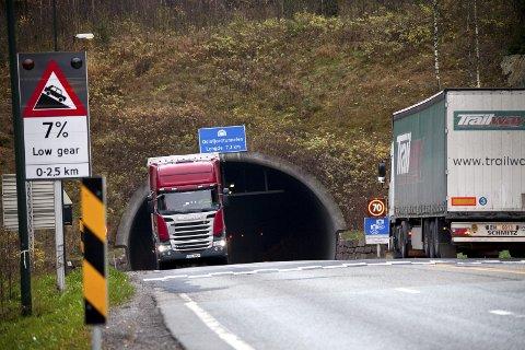 Tunnel: – Grunntanken med Oslofjordtunnelen er at man først bygger det nye tunnelløpet slik at det samsvarer med gjeldende sikkerhetskrav. Deretter vil man ta for seg det gamle tunnelløpet å sette det i stand slik at det også tilfredsstiller dagens krav, sier sjefsingeniør Oddvar Kaarmo i Vegdirektoratet til Amta. Foto: Henning Jønholt