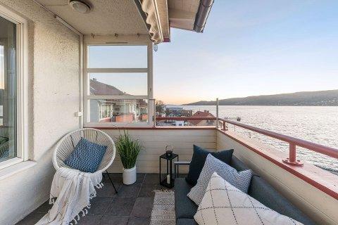 52 objekter: Per 20. januar 2020 ble 52 boliger i Drøbak og Frogn avertert på Finn.no, blant dem denne toppleiligheten i Storgata, med prisantydning 4250000 kr.