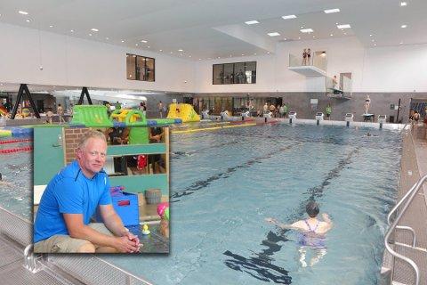 FÅR TRENE: Svømmetreningene til DFi Svømming startet opp igjen torsdag 8. oktober.  Styreleder Kristian Tangen er glad de har fått på plass en køsning.