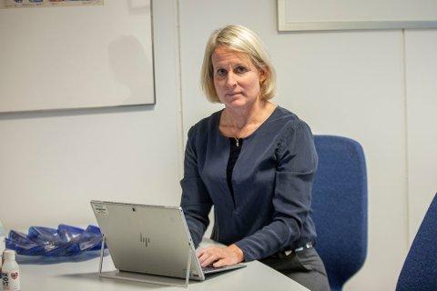 BEKYMRET: Rektor Annika Nordlund ved Nesodden videregående skole er bekymret for sine 550 elever og 100 ansatte. Hun ønsker rødt smittevernnivå.