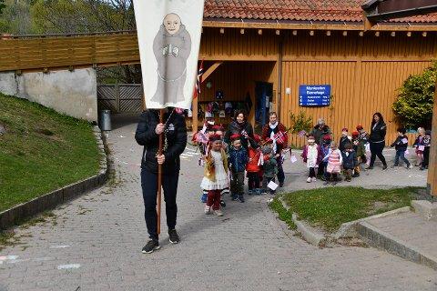 Selvsagt blir nasjonale begivenheter markert i Munkestien barnehage. Her er det nasjonaldagen som blir feiret.