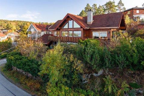 Dette huset på Bjørnemyr ble solgt 650 000 over takst. Eiendomsmegleren forteller at det var mye interesse for denne boligen.