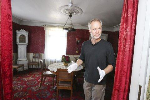 Gleder seg: Førstekonservator K. Jonas Nordby i det virkelige Amundsen-hjemmet på Svartskog.