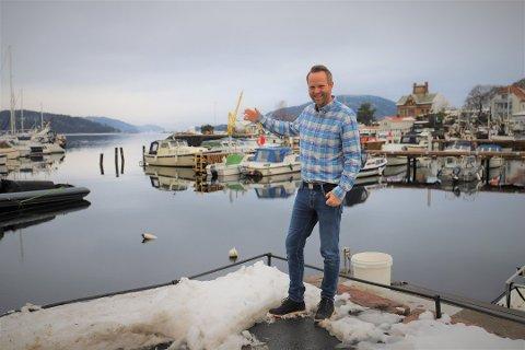 GOD TURISTSOMMER: Turistsjef Atle Conradsen tror det blir en god turistsommer i Drøbak. - Men turistene blir norske og utfordringene blir å få spredd dem så mye at vi klarer å følge smittevernreglene, sier han.
