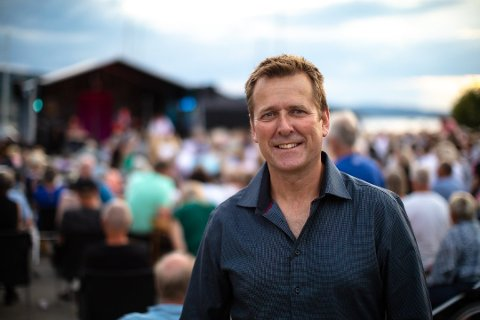 STRÅLENDE FORNØYD: Arrangør Frank Kvinge bak minifestivalen Gitarer ved fjorden, kunne ikke vært mer fornøyd etter helgen som var, da årets festivalsommer i Drøbak gikk av stabelen i Badeparken.