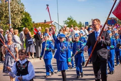 Det blir korpsmusikk også i år selv om de tre korpsene på Nesodden taper solid med inntekter. Her fra 17.mai-feiringen på Tangen i 2019.