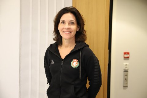 TAKKNEMLIG: Teresa Storrud Visedo, daglig leder i DFI (Drøbak-Frogn Idrettslag) forteller at idrettslaget er avhengige av grasrotmidlene.