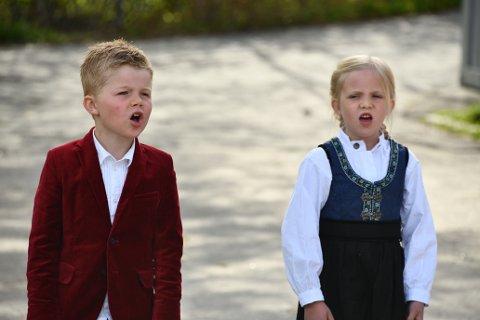 Sanggleden var virkelig på topp da elevene på Fjellstrand skole stilte til 17. mai-konsert fredag.