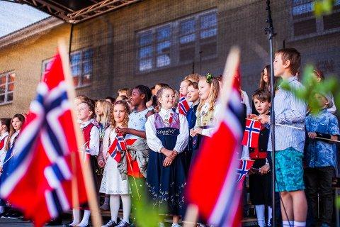 FEIRET I STOR STIL: Her fra 17. mai-arrangementet på Nesodden i 2019.