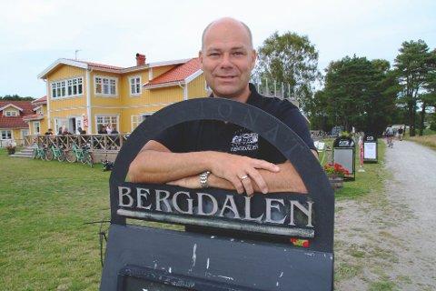 Daglig leder Svend Erik Lilleby har lov til å oppholde seg i Sverige så lenge han er på jobb. Hans faste adresse er ellers på Elle i Drøbak.
