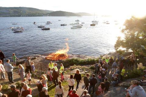 Å starte sommeren med St.Hans-feiring i Badeparken er fin tradisjon for mange. I år er feiringen avlyst. Foto: Ivar Ruud Eide