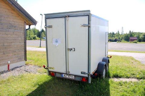 Det var denne hengeren ved Vestbyhallen på Risil som ble tømt for innhold forrige uke. Den inneholdt rundt 30 liter håndsprit.