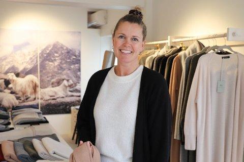 ÅPNER NY BUTIKK: På fredag åpner gründer Monica Bergem i Kashmina en pop up-butikk i Son som blir å se hele sommeren.
