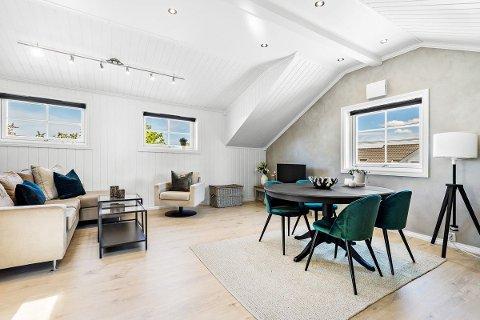 Eneboligen som er til salgs for 3,85 millioner på Fjordvangen  er innredet i en tidsriktig stil