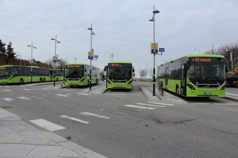 Det har ikke vært en buss å se på Tangen brygge på snart en uke. Nå trappes streiken opp. Foto: Henriette Slaatsveen