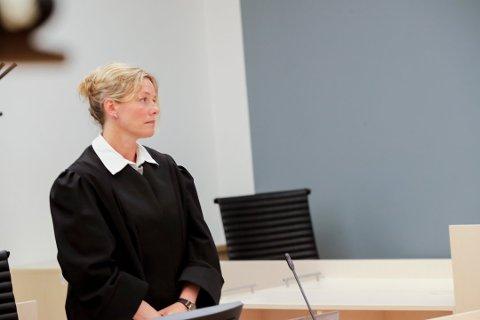 TOK UT TILTALEN: Statsadvokat Asbjørg Lykkjen tok ut tiltalen mot advokaten fra Drøbak. Siktelsen lød på grov korrupsjon. Rettsaken i Oslo tingrett pågikk i fem dager.