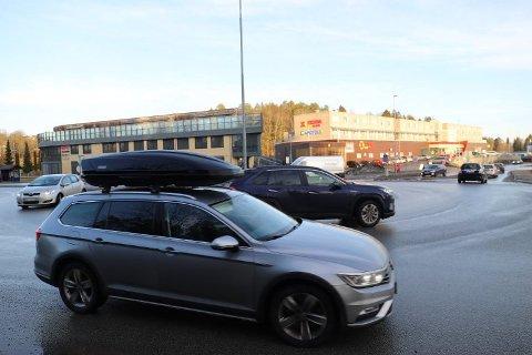 GLATTE VEIER: Flere advarer for glatte veier på Østlandet søndag morgen.