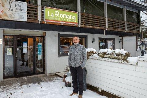 DRIVER PIZZARESTAURANT: Hassan Abdullah er daglig leder for La Romana pizzeria på Fagerstrand. – Jeg håper ingen glemmer oss, selv om folk er mer forsiktige med økonomien, sier han.