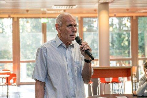 Går av med pensjon til sommeren: Knut Krogstad, har vært assisterende rektor på Frogn vgs. i 15 år, da skolen åpent. Hans etterfølger er ventet å tiltrå 1. august 2021.
