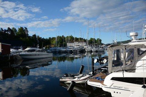 JEVNT SIG: Per Otto Hansen driver gjestehavna på Oscarsborg, og rapporterer om godt besøk i fjor. FOTO: Arkiv