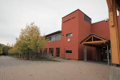 RØDT NIVÅ: Alle barnehager og grunnskoler i Follo er på rødt nivå. Her ser vi Dyrløkkeåsen skole i Frogn.