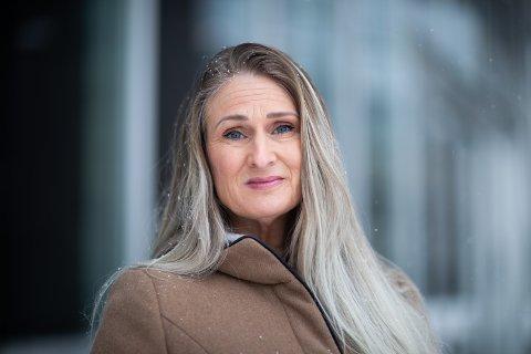 BEKYMRET: Tanya Fjørtoft Valkve i Omsorg Jessheim gråter over alle henvendelsene hun mottar om dagen. Hun mener konsekvensene av kommunens høye arbeidsledighet nå kommer tydeligere fram.