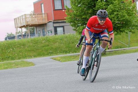 HADDE FLAKS: Syklist Kenneth Johansen hadde flaks for noen dager siden i et kollisjon med en bil. Nå oppfordrer han både syklister og bilister til å være oppmerksomme på hverandre.