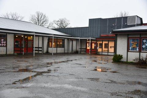 Myklerud skole er i dårlig forfatning. Fagerstrandfolket ønsker seg en ny skole i samme området, mens Nesodden kommune vil også vurdere et alternativ med beliggenhet i nærheten til det nye Fagerstrand sentrum. Men det skjer ikke noe før områdeplanen for Fagerstrand er vedtatt. Det skjer i 2023.