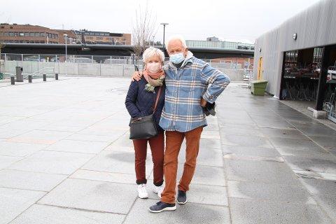 Eva Trøan og Kjell Tore Larsen er tilbake i Ski, brune, fine og i god form etter tre måneder på Grand Canaria