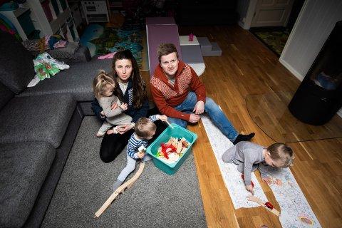 BLE HELT ØDELAGTE: Judit Agota Minda og Glenn Undheim forteller om søvnløse netter og mange bekymringer etter at trillingene deres kom til verden.
