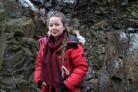 I MATKØ: Anja (24) står i køen for matutdelingen til Fattighuset. Det har hun gjort hver uke siden hun ble permittert i oktober.