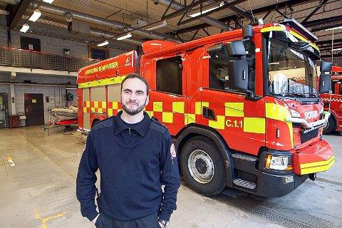 – Det var mye røyk da vi kom, og om dette hadde fått utvikle seg fritt kunne resultatet blitt trist, fastslår brannmesteren Tommy Ahmad, Sarpsborg brannvesen Foto: Tobias Nordli SA.no