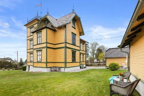 Denne gule boligen ble bygget i 1899 i Ekebergveien. Nå er den til salgs for 30 millioner kroner.