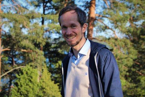 Ordfører Eivind Hoff-Elimari har lite til overs for diskusjoner på sosiale medier og har full tro på «kaffekopp-metoden».