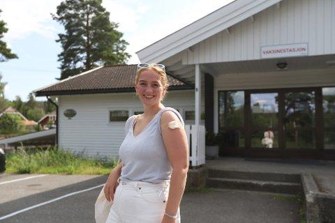 Julia (19) synes det er helt greit at Nesodden kommune tilbyr dose 2 til de som vil før tiden.