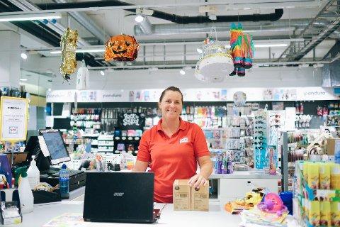 Aina Jacobsen ønsker med dette å gi noe tilbake til sine lojale kunder.