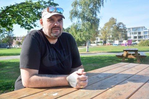 ØNSKER EN ENDRING: Ronny Wahlross (52) har slitt med sinnet sitt store deler av livet. Mye på grunn av mobbingen han ble utsatt for i oppveksten, samt angstdiagnosene han har. Men han vil gjerne endre seg til det bedre.