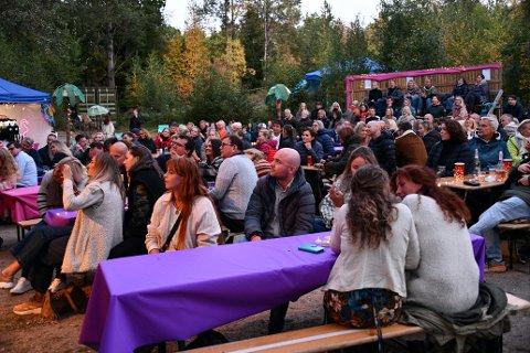 Publikum koste seg med kavlitetsmusikk og mere til i den flotte sensommerkvelden.