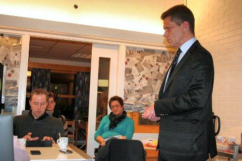 Tolga-budsjett: Rådmann Stein Halvorsen presenterer et budsjett hvor kommunen må spare fem millioner i 2017. Samtidig ser rådmannen behov for å investere.