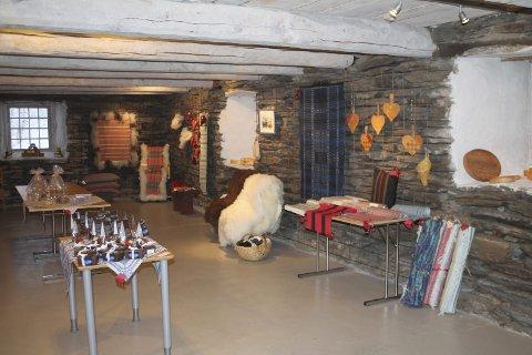 Flott utstilling: De lokale produktene som er til salgs under Julemarkedet i Fjøset på Ramsmoen var lekkert utstilt.