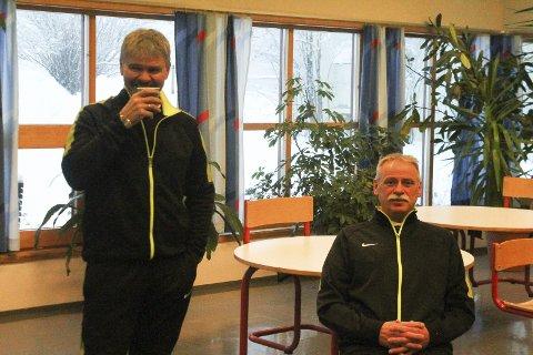 Kaffepause: Knut Brovold, til venstre og John Bjarne Fossen er var som alltid på plass som dommere.