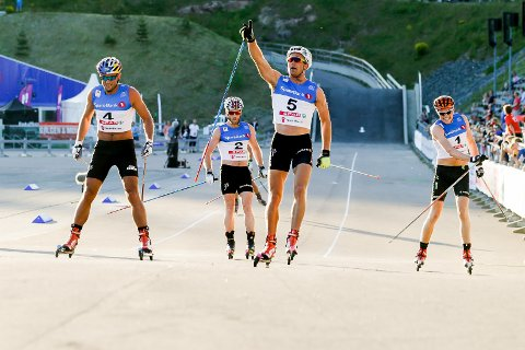 Niklas Dyrhaug (nr. 5) vant over Petter Northug (f.v.) Martin Johnsrud Sundby og Gjøran Tefre under Oslo skishow i Holmenkollen, lørdag. Foto: Berit Roald / NTB scanpix