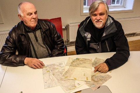 STOR FORSKJELL: Bjørn Sund (t.v) og Jon Ola Kroken konstaterer at det har skjedd mye på o-kartfronten i løpet av 70 år.