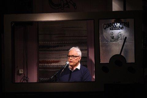 RADIOSJEF: Arne Helge Dahlen bak mikrofonen i Gundelachtrøa Nærradio.