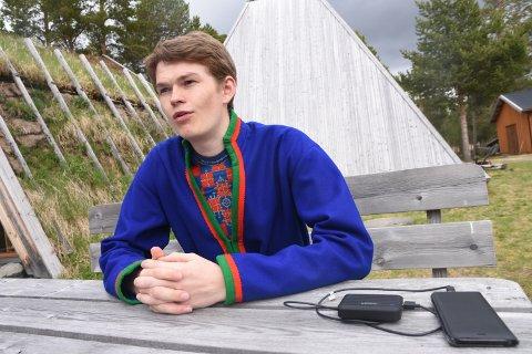 TRO PÅ FREMTIDEN: Dan Richard Mortensson har tro på en fremtid som reindriftssame. 18-åringen fra Engerdal mener at samene tas mer på alvor i samfunnet enn før.